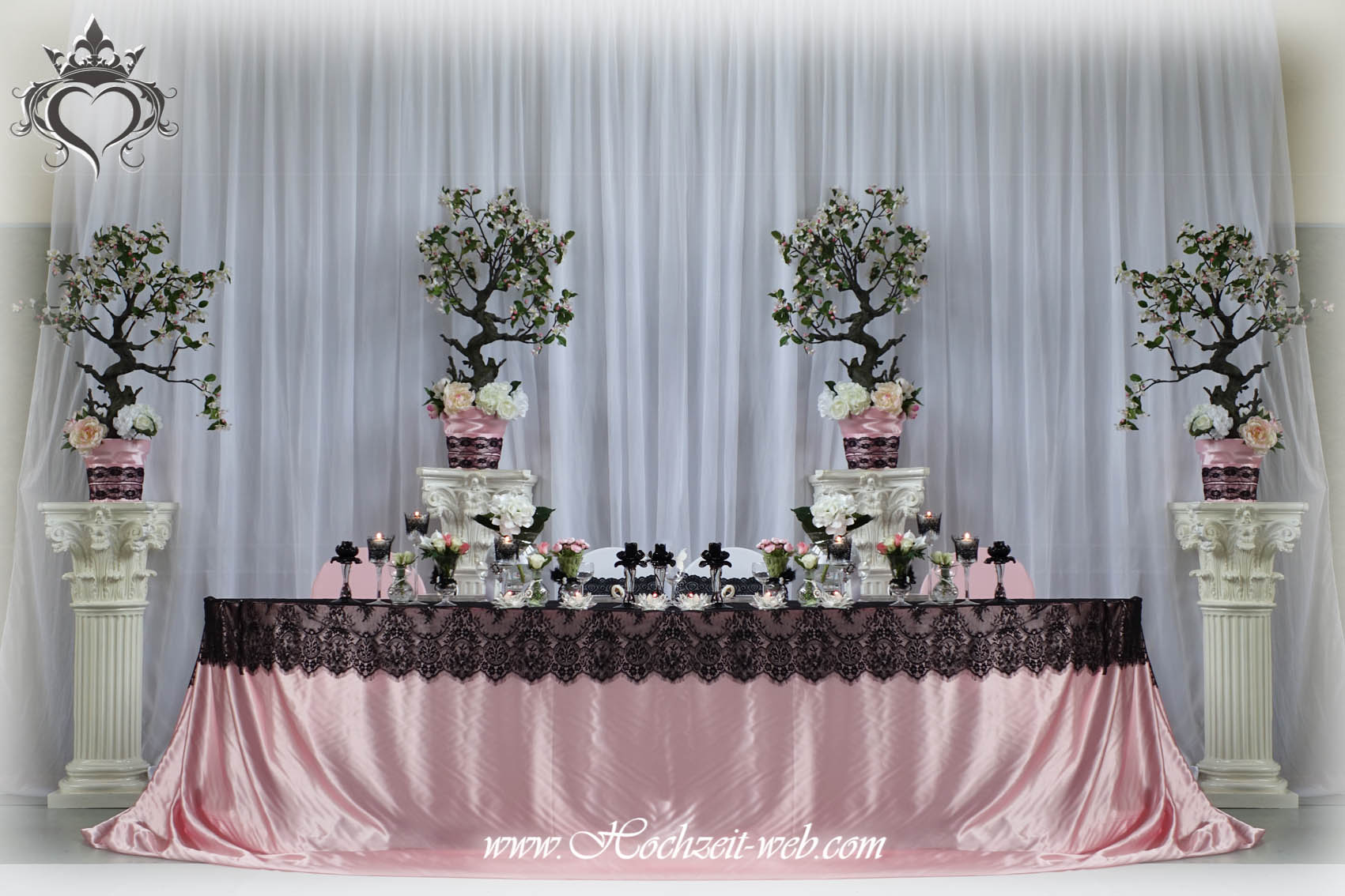 Brauttisch in weiß und Rosa Farben mit französische schwarze Spitze