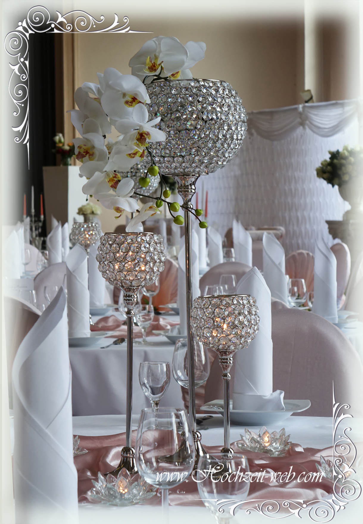 Besondere Hochzeitsdeko mit Kristallständer für glamouröse Hochzeit