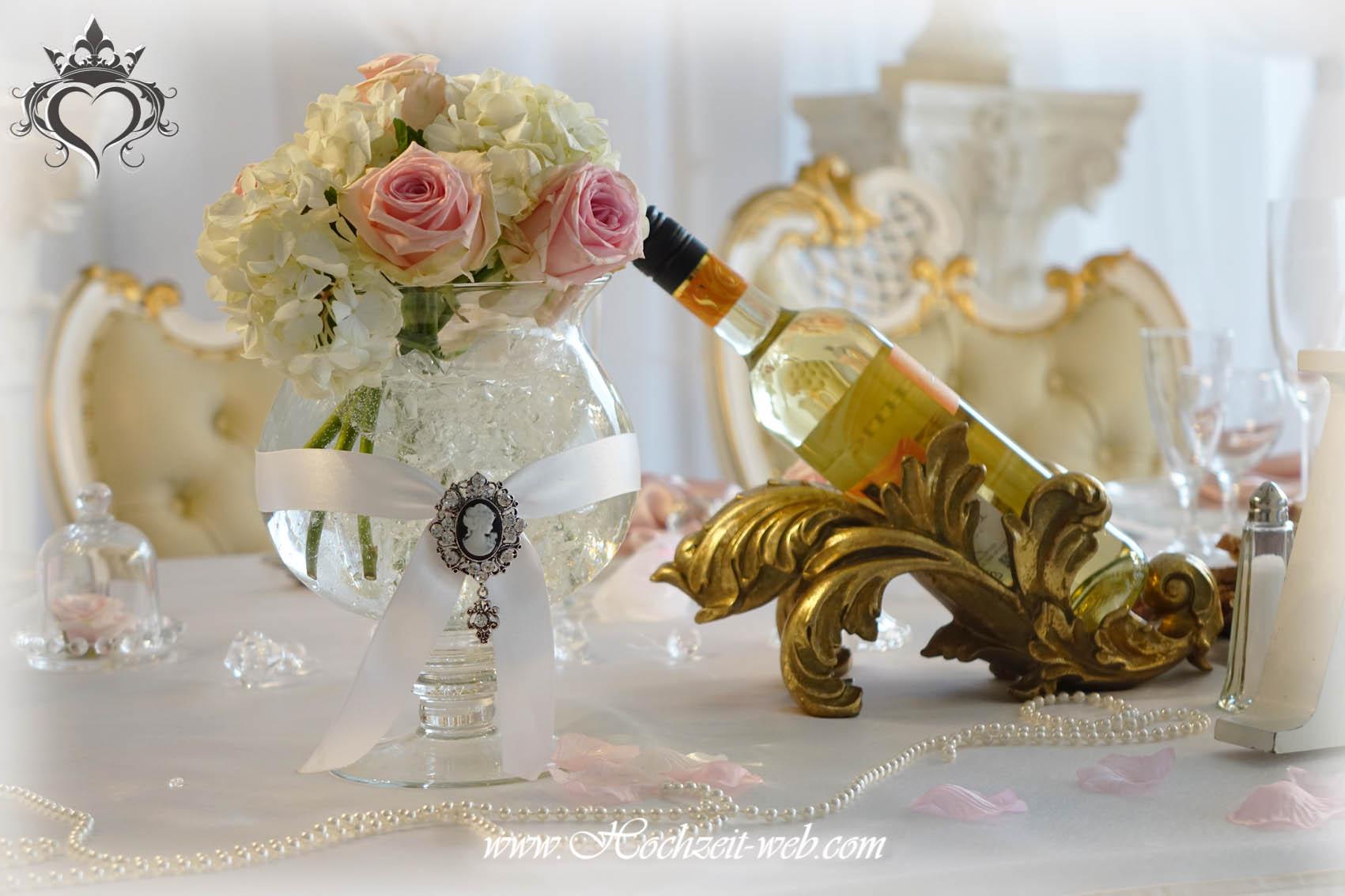 Glamouröse Dekoration mit Blumenschalen und Rosenkugeln für Ihren ...